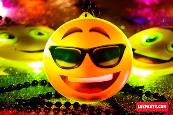Collar con luz Emoji lentes de sol