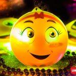 Collar con luz Emoji sonrisa femenina
