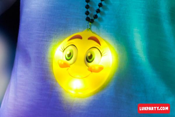 Collar emoji con luces led